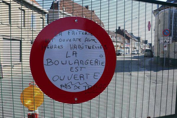 Un message aux Français sur un barrage frontalier.
