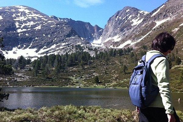 Massif du Canigou (Pyrénées-Orientales) - les randonneurs et la neige - 16 juin 2013.