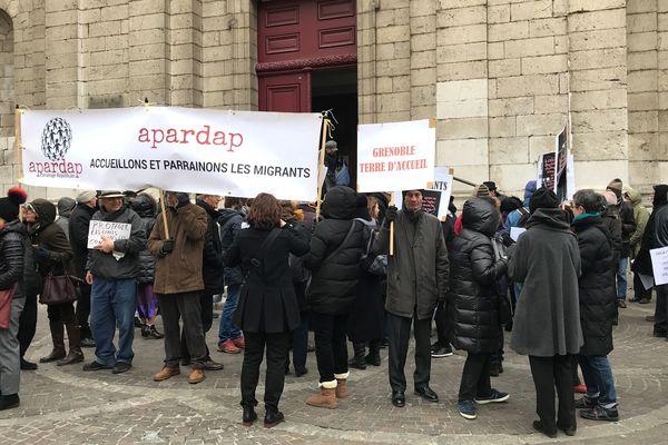 Une centaine de personnes étaient réunies à Grenoble contre le projet de loi asile et immigration