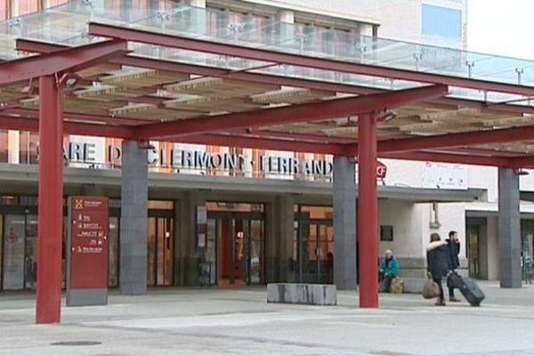 Inauguration du pôle intermodal à la gare de Clermont-Ferrand en présence notamment de Guillaume Pépy, président de la SNCF