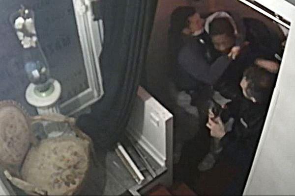 Les images proviennent d'une caméra installée dans le studio de Michel Zecler. Elles ont été tournées le 21 novembre dernier.