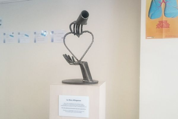 La stèle rendant hommage aux donneurs a été inaugurée au centre hospitalier de Montluçon jeudi 20 octobre.