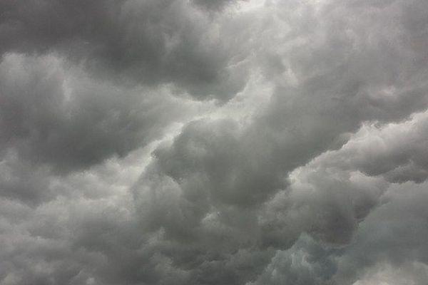 Un ciel nuageux et quelques gouttes de pluie sont à prévoir...