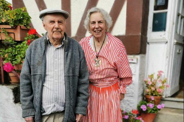 Jean et Yvette Brêteau font visiter leur moulin de Vimoutiers (Orne) à l'occasion des journées du patrimoine.