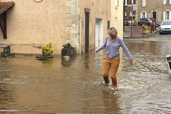 En Dordogne placé en alerte orange aux orages, cette nuit du 10 au 11 juin a été particulièrement difficile... Des dizaines de maisons inondées, et des dégâts importants