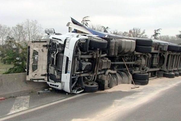 Le camion s'est couché sur la bretelle d'accès au périphérique