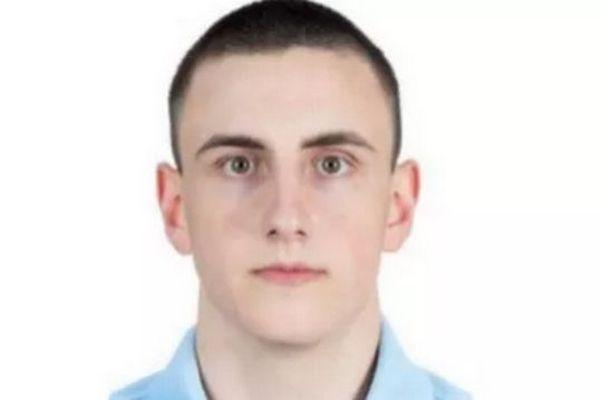 Trois gendarmes ont été tués dans la nuit mardi à mercredi alors qu'ils intervenaientpour des faits de violence sur conjoint, àSaint-Just (Puy-de-Dôme). parmi eux, Arno Mavel, 21 ans, originaire de Montpellier où il a vécu une dizaine d'années.