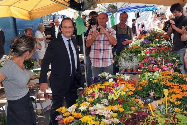 François Hollande sur le marché de Tulle, le 21 juillet 2012.