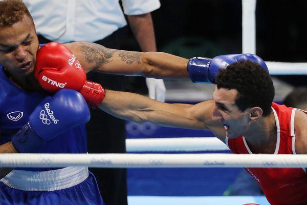 Sofiane Oumiha (en rouge) s'est imposé face à son adversaire.