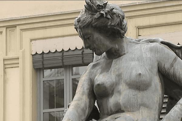 A l'origine, la fontaine Bartholdi n'était pas destinée à Lyon, mais à la ville de Bordeaux. En 1857, la municipalité bordelaise avait décidé de faire réaliser une fontaine pour la place des Quinconces. Elle a lancé un concours dont le lauréat est un jeune sculpteur de 23 ans, Frédéric Auguste Bartholdi. Il présente une oeuvre monumentale d'inspiration mythologique...