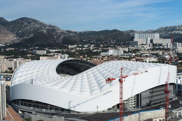 Marseille porte plainte contre les outrages de deux vidéastes, ces deux supporters du PSG se sont filmés en train de cracher sur le logo de l'OM pour l'un, d'uriner sur le stade Vélodrome pour l'autre.