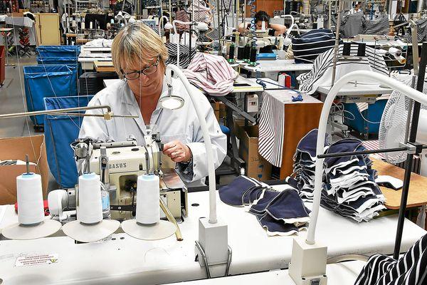 Les couturières d'Armor-Lux contribuent à la fabrication de masques