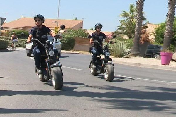 Depuis quelques semaines les policiers municipaux de Vias circulent en trottinette électrique.