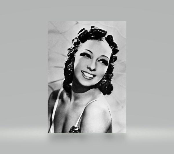 Joséphine Baker pose en 1934, elle a 28 ans