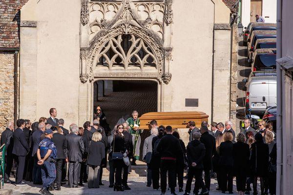 Charles Aznavour a été enterré dans le cimetière de Montfort-l'Amaury (Yvelines) ce samedi 6 octobre.