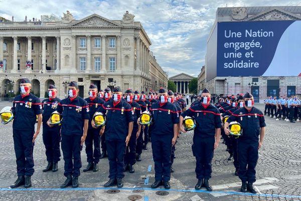 Défilé du 14 juillet à Paris : le 12e bataillon de sapeurs-pompiers de France commandé par le chef des pompiers de l'Hérault, Eric Flores - 14 juillet 2020.
