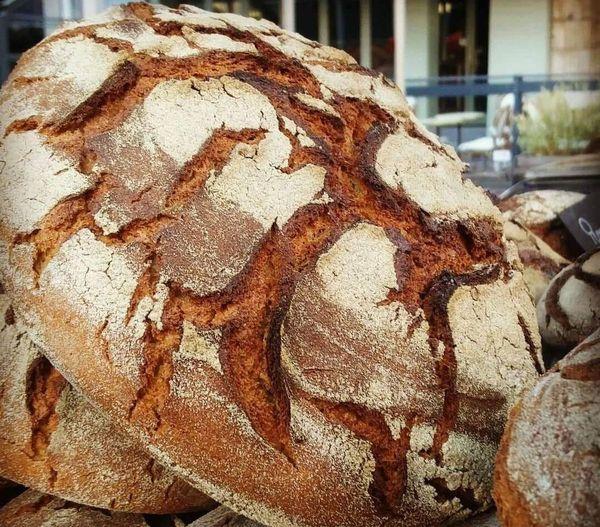 L'atelier Les Champs du destin produit des pains bio de céréales paysannes à Sacquenay, en Côte-d'Or.