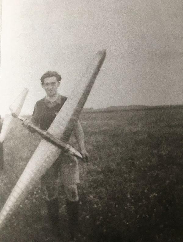 Pendant l'occupation, le modèle-réduit offraitde quoi s'évader à bon compte. Bernard Duval rêvait de percer dans l'aeronautique.