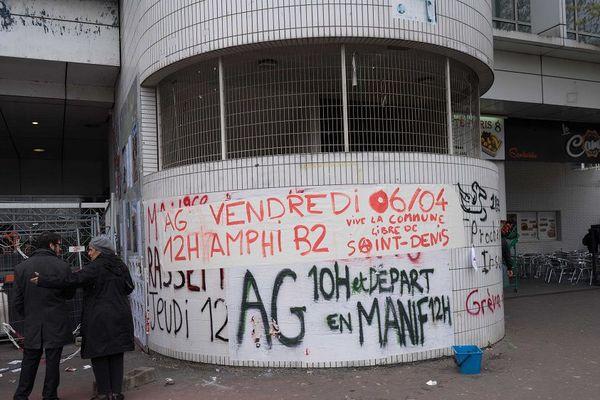 Un des bâtiments de l'Université Paris 8 à Saint-Denis (Seine-Saint-Denis) est occupé depuis le 30 janvier 2018.