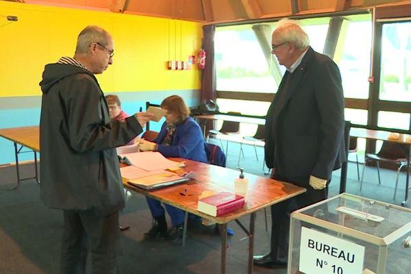 L'un des bureaux de vote de Crépy-en-Valois lors du 1er tour des municipales le 15 mars 2020