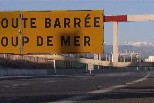 Route du bord de mer coupée à Villeneuve-Loubet