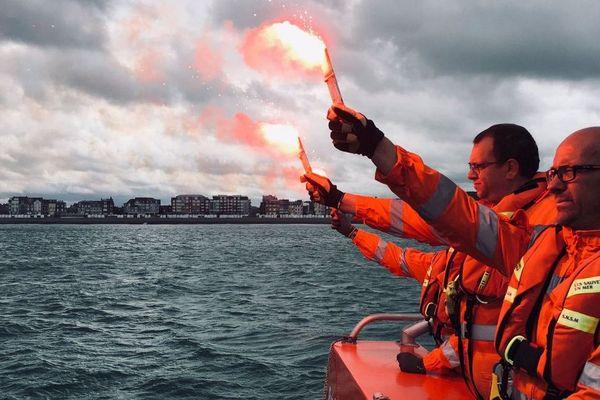 Les sauveteurs du Tréport ont rendu hommage aux trois marins des Sables d'Olonne décédés vendredi 7 juin au cours d'un sauvetage.