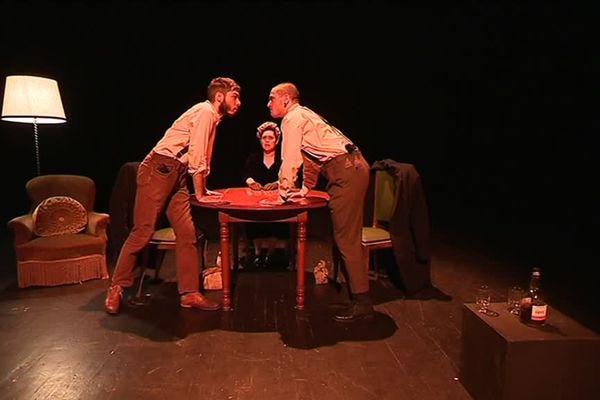 """Les étudiants de la Cie Soleil D'Hiver en répétition de """"Partisan"""", pièce qui sera donnée le 26 mars à 21h et le 27 à 19h à la Maison de l'étudiant à Caen."""