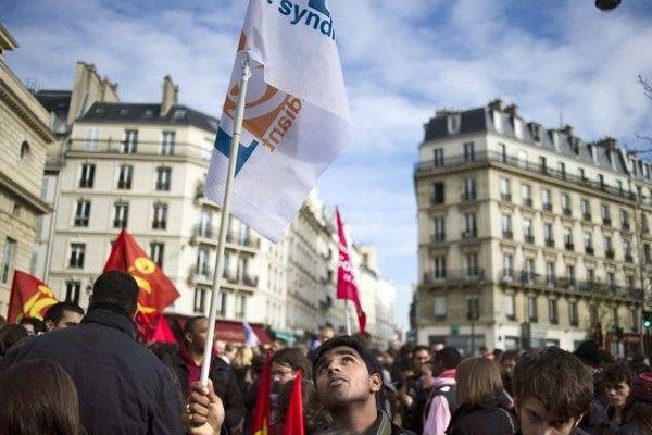 Un militant de l'UNEF lors de la manifestation à Paris contre la réforme des retraites en octobre 2010