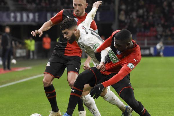 Medhi Talal (ici face à Tait et Léa-Siliki) et les siens n'ont pas pu empêcher l'élimination de l'ASC par le Stade rennais, samedi 4 janvier.