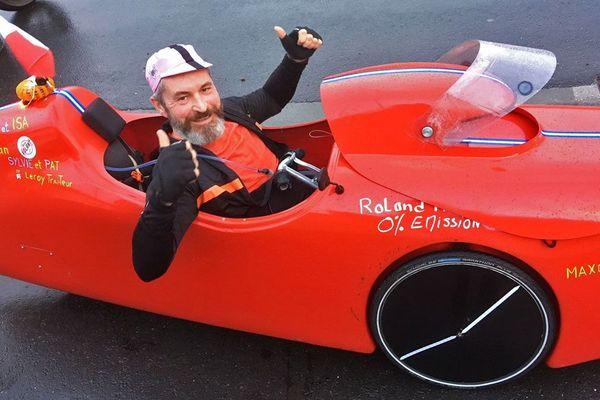 """8 décembre 2018 : Thierry Masse à  bord de son """"vélomobile"""" en route pour un défi au profit du Téléthon 2018 entre Rouen et Dieppe"""