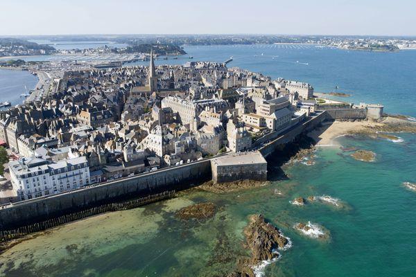 La ville de Saint-Malo plébiscitée par les touristes et par les plateformes de location en ligne, au grand dam de certains habitants