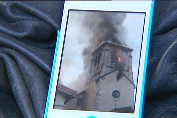 L'incendie spectaculaire filmé par une habitante du village (archives mai 2012)
