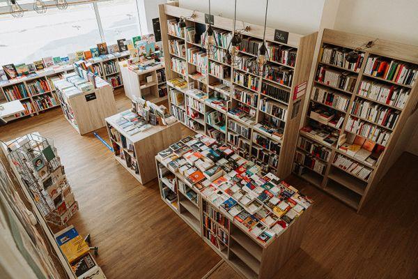 """A Rennes, la librairie """"La nuit des temps"""" sur les quais."""