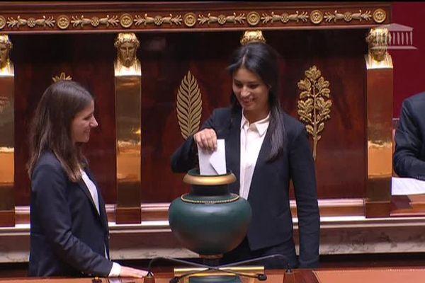 Sonia Krimi, la députée de la Manche, lors de la XVe législature de l'Assemblée Nationale, qui a eu élu comme président François de Rugy.