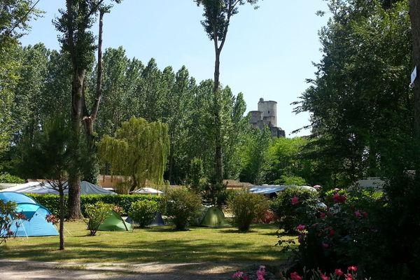 Le camping du Vieux Château de Rauzan espère une réouverture rapide, avant la fin de la saison.