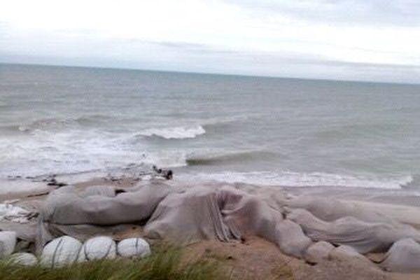 Le niveau de l'eau est particulièrement élevé ce dimanche matin 15 novembre 2020 sur la plage de Gouville-sur-mer.