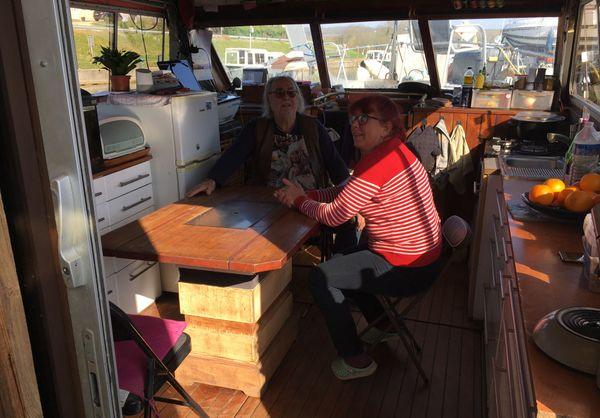 La cohabitation en milieu confiné sur un bateau, peut être une expérience intéressante, mais la prudence est de mise face au virus