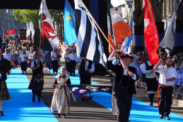 Forêt de drapeaux à la Grande Parade