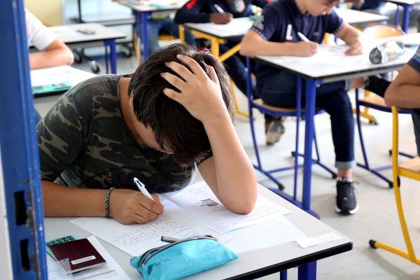 Les élèves ont trois heures pour terminer leur épreuve de français.
