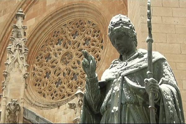 La cathédrale de Mende sous la neige