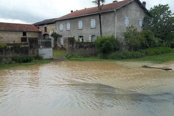Larreule dans les Hautes-Pyrénées sous les eaux