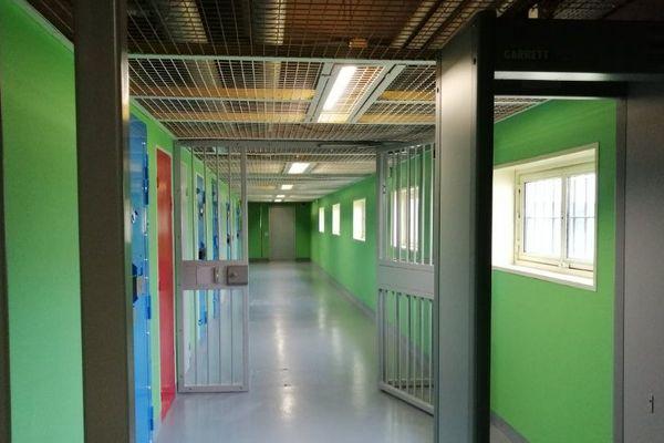 Couloir de l'Unité pour Détenus Violents de la prison de Châteaudun