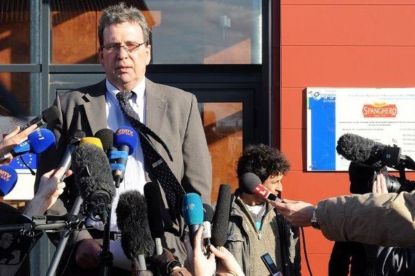 Castelnaudary (Aude) - Barthélémy Aguerre président de l'entreprise Spanghero lors d'une conférence de presse devant l'usine - 15 février 2013.
