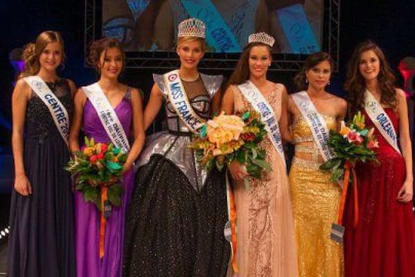 Margaux Bourdin en robe rose pâle lors de l'élection Miss Centre-Val de Loire 2015