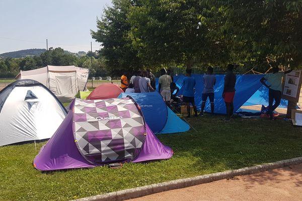 Alors que le département assure qu'ils seront enfin scolarisés, les jeunes migrants demandaient des garanties, ce mercredi 3 juillet.