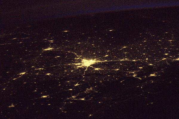 La première photographie de la Terre, vue de nuit, prise par Thomas Pesquet