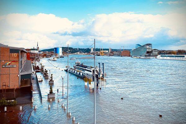Les quais Rouen rive-droite de nouveau submergés mardi 11 février 2020.