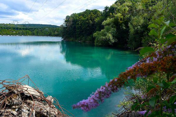 Le lac des Ciments est interdit à la baignade.