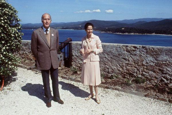 Valéry Giscard d'Estaing à Brégançon en 1979 avec sa femme.
