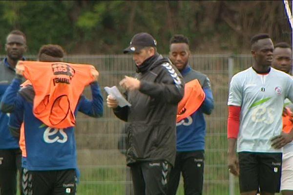 Les Strasbourgeois appliqués à l'entraînement avec le coach Thierry Laurey